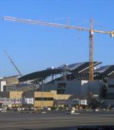 lax-tom-bradley-crane